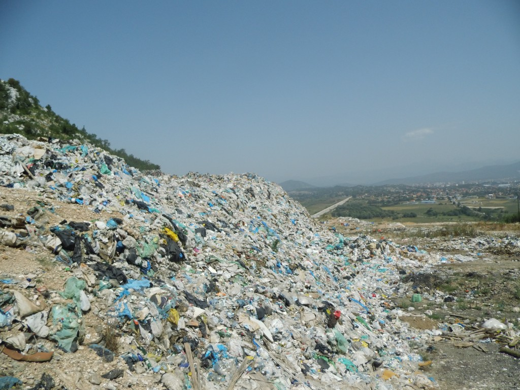 Neuređeno grdsko smetlište Mislov do u opštini Nikšić