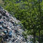 Planina smeća iznad rijeke Bijele