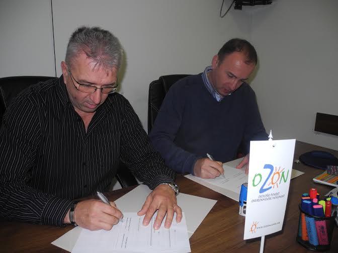 Mitrović i Perović potpisuju Memorandum o saradnji (Foto: OZON tim)