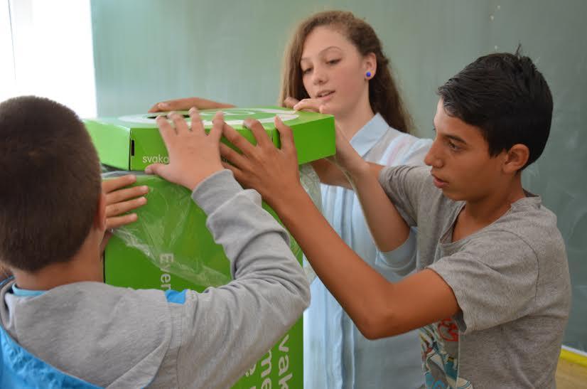 """Kutije za selektivno odlaganje ,,Svaka limenka se računa"""" (Foto: Mladen Ivanović)"""