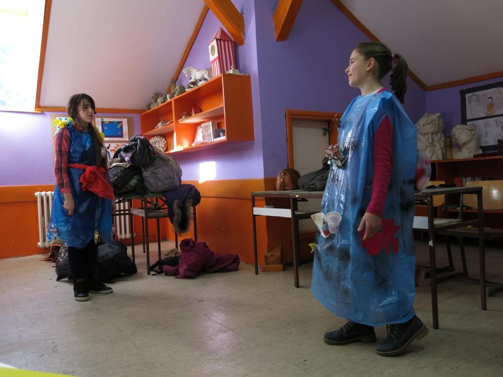 """Detalj sa predstave o otpadu za koju su scenario i kostime pripremili učenici OŠ ,,Njegoš"""""""
