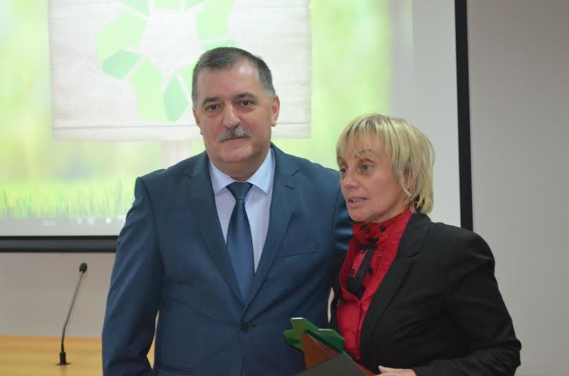 Gospođa Anka Perović-Radović iz Radija Crne Gore sa direktorom Agencije za zaštitu životne sredine Ervinom Spahićem