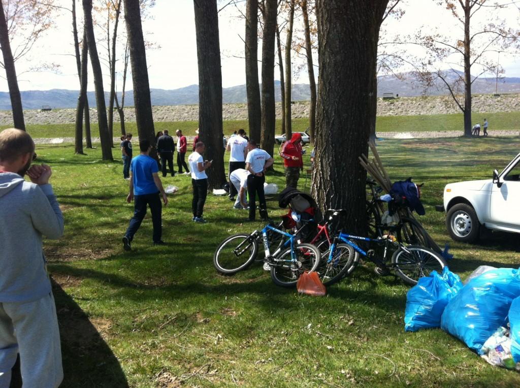 Prostor koji treba koristiti za druženje i rekreaciju u neposrednoj blizini Krupačkog jezera