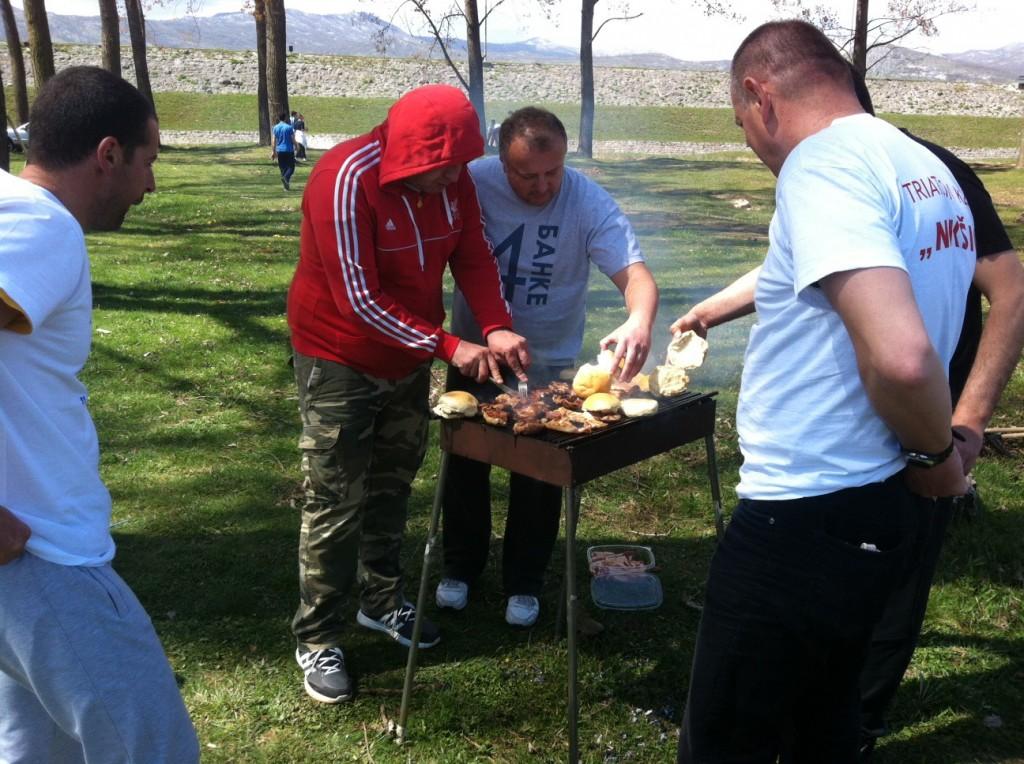 Oko roštilja je bilo prilično dinamično:)
