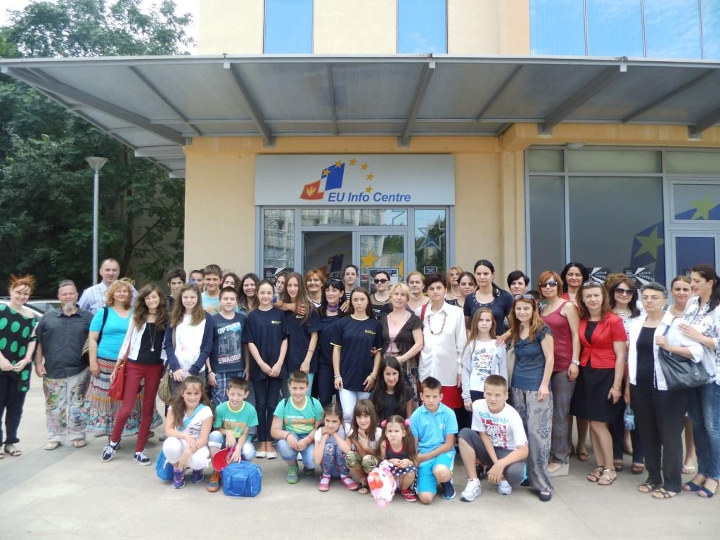 Zajednička fotografija učesnika izložbe (Foto: jasmina Rojević)