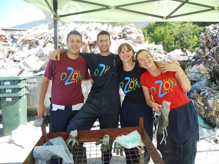 Mobilni tim koji je radio na analizi morfološkog sastava otpada, naši Rašo, Darko, Jasmina i Jelena (Foto: OZON tim)