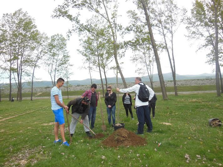 Direktori Ozona i Lake fest-a zasadili sadnice u ime organizacija (Foto: Svetlana Mandić)
