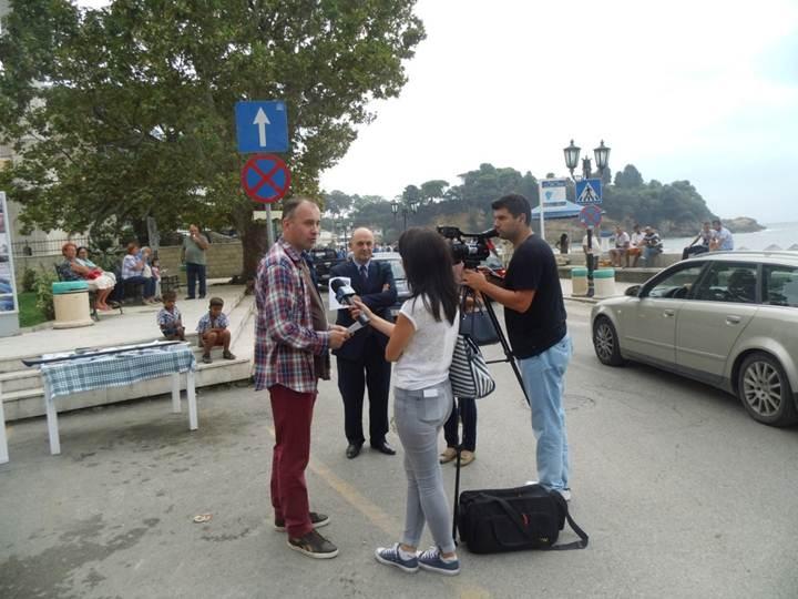 Detalj sa javne akcije u Ulcinju u koju je podržao i Predsjednik opštine gospodin Cungu (Foto: OZON tim)
