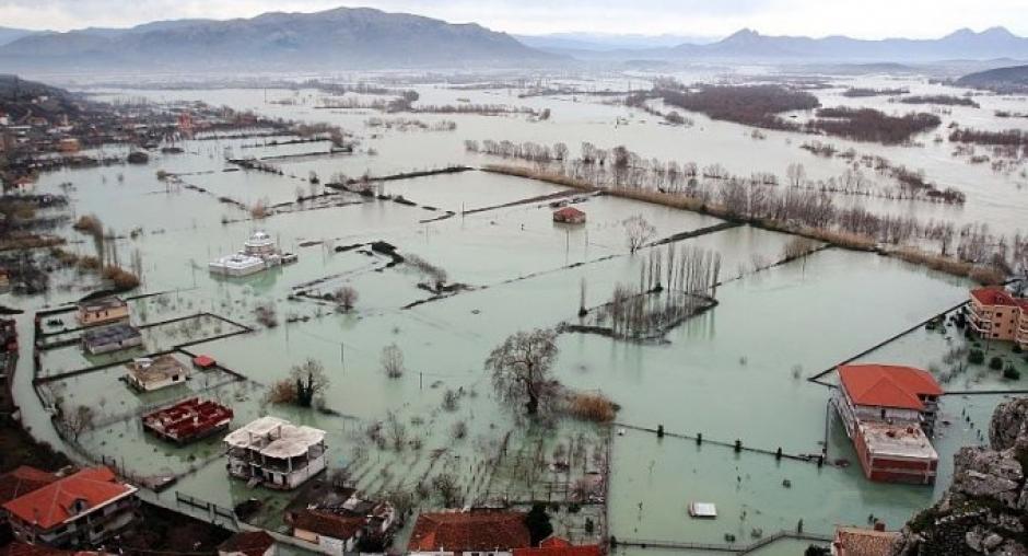 Poplave u mjestu Novosela, u blizini Vlore u Albanij, januar 2016. godinei (Foto: Robert Murataj, Aarhus Information Cente Vlora)